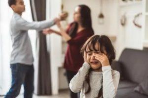 Начинаю плакать, когда на меня орут родители