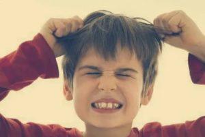 Ребенок 2 лет бьёт себя по голове