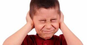 Ребенок боится громких звуков