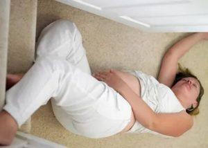 Упала беременная женщина