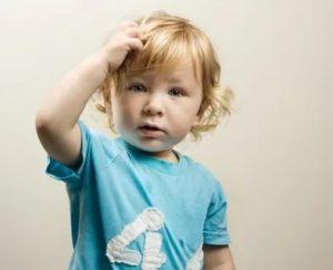 Ребёнок крутит волосы, что делать?