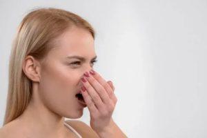 Неприятный запах изо рта, что это такое?